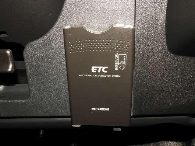 【ETC車載器】 高速道路のご利用時にとても便利! セットアップをしてからお渡ししますので、あとはETCカードを差し込むだけで、わずらわしい料金所での現金支払いが不要となりスムーズに通過できます。