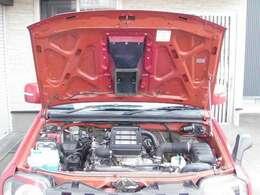 きれいなエンジンルーム♪陸運支局指定工場にて車検整備付き納車!オイル&エレメント&ファンベルト&エアエレメントを新品交換致します♪パナソニック製バッテリー新品交換!最上級グレードのカオスへ交換します!