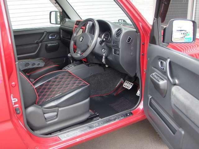 ご覧の通り内装もとてもきれいです♪シューエイ製フロアマット新品♪オートマ4WD!インタークーラーターボ!2WD/4WD切替♪4WDL付き♪レギュラー車♪♪4速!JC08モードで13.6Kmと燃費も良いですよ♪視界も良好♪