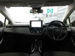 フロントピラーのスリム化とドアミラー取付位置の最適化で、優れた前方視界を確保しています。