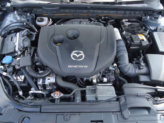 クリーンディーゼルエンジン「SKYACTIV‐D 2.2」!新車保証書完備!メーカー保証の残りがある為、当社ディーラーにて法定12ヶ月点検を実施し、保証継承を無料でいたします!
