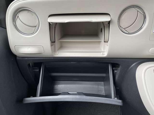 ☆助手席側インパネグローブボックスは二段になっており収納もラクラク!