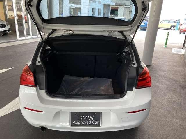トランクは十分スペースございます。