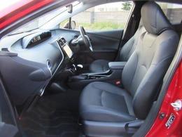 ロングドライブでも疲れにくい、座り心地の良いシートです♪プレミアムならではの本革シートです☆
