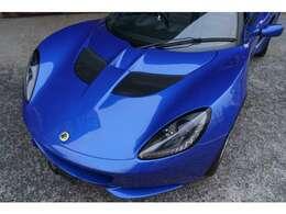 わずか866kgという軽量な車体に、1.6L自然吸気エンジンを組み合わせた、『エリーゼ』のコンセプトを体現しているモデルです。