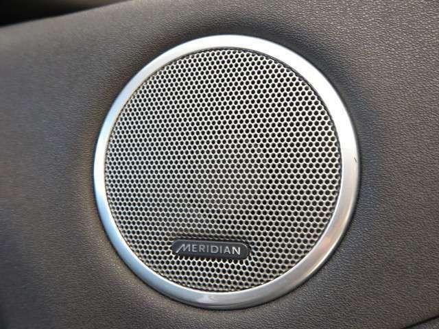 オーディオにもこだわりがあり、車種ごとにスピーカーの位置などを綿密に決め、そのスピーカーも英国の老舗ブランドであるメリディアンを採用!心地の良い音がドライブを盛り上げてくれます。