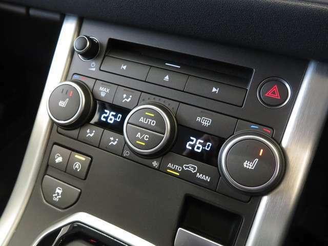 エアコンや、シートヒーターの操作はシンプルながら考えられた配置とデザインにより、助手席からの操作はもちろん運転席からでもスムーズに操作が出来ます。