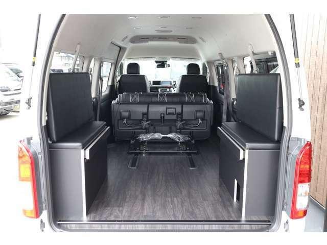 フロアフローリング施工!シート前方フルスライド!ラゲージスペース広々!車輌持ち込みにて内装施工出来ます!