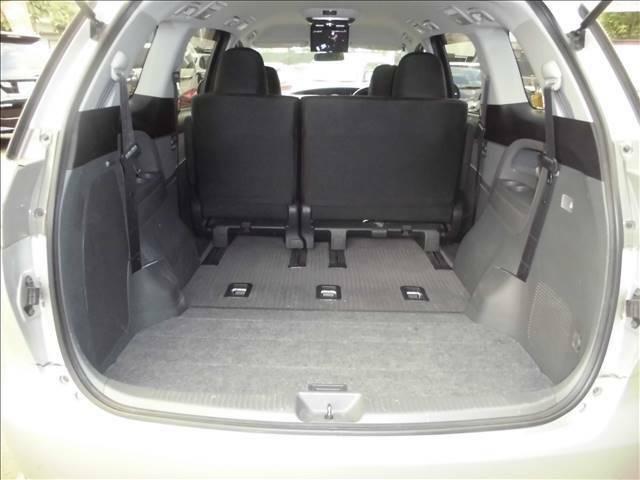 3列目シートはトランクルーム下に収納できます。広い荷物スペースができます。