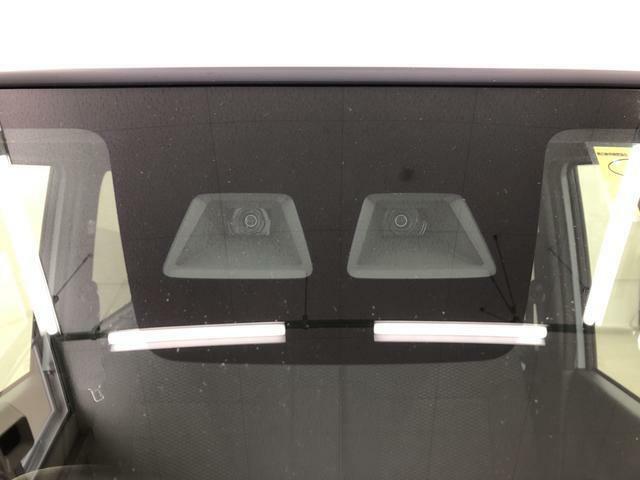 スマートアシスト3(衝突回避支援システム)搭載。フロントガラス越しの眺めも良く、運転しやすい設計になっています。