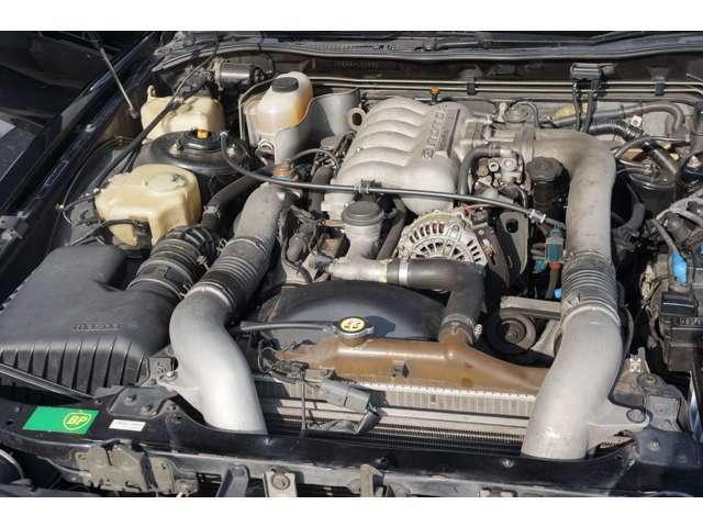 唯一無二の3ローターエンジンは、弊社にてエンジンオーバーホール後、走行8千キロ未満です。