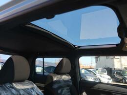 ガラスルーフがあれば開放的で快適なドライブを♪