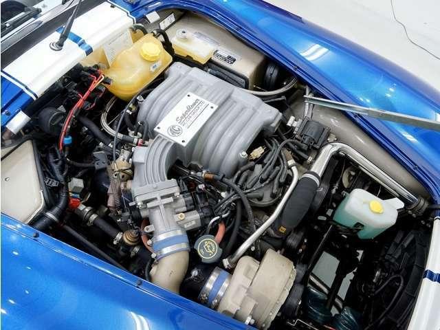 フォード製の320psを発生する5リッターV8スーパーチャージャーエンジンを搭載。車体をドンドン押し出すパワフルなエンジンです。街中では2速3速中心で楽に走れます!更に故障しにくいエンジンなので安心。