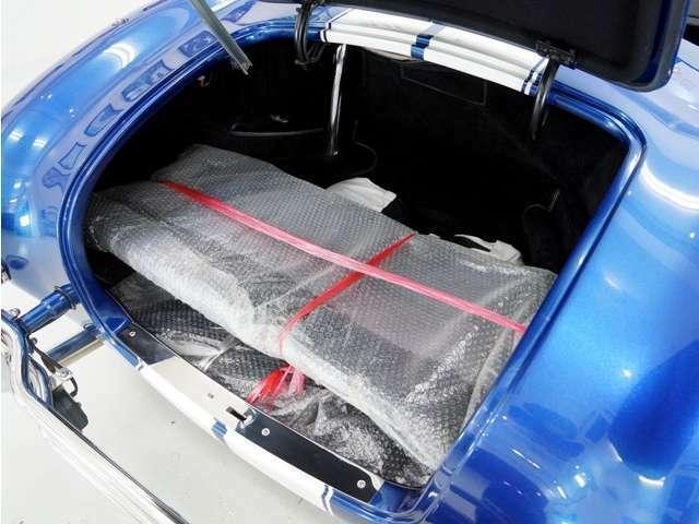 トノカバーを装備し急な雨にも便利!他に簡易幌やサイドウィンドウなども付属します。他にスペアタイヤも付属します。
