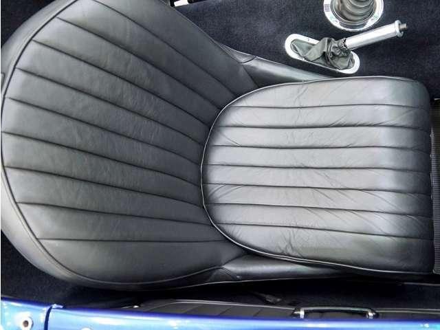 パッセンジャーシートも、ご覧の通り非常にキレイで、新車状態を保っています。