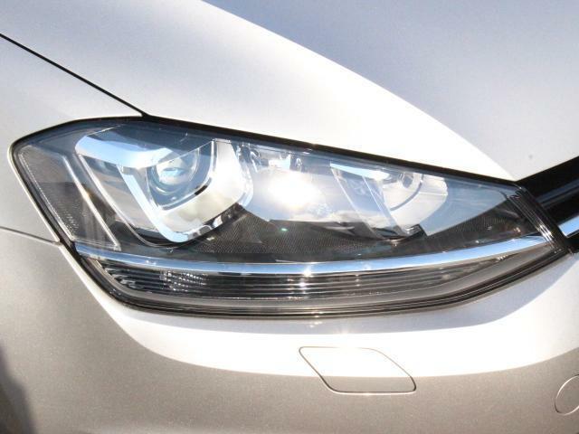 バイキセノンヘッドライト(HiLowキセノンライト)を装備。夕暮れ時も道を明るく照らし、視認性もよくなります。