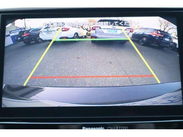 車庫入れ時などの後退時も安心のバックカメラ