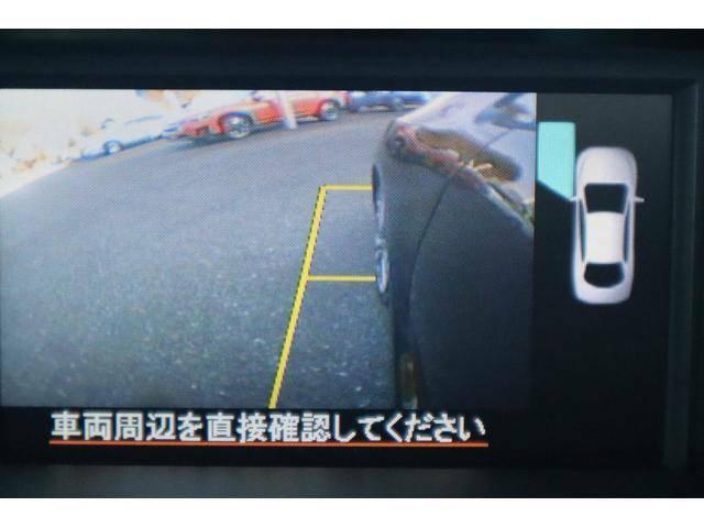 助手席側ドアミラーにカメラが付いて、左フロントタイヤ周辺をモニターで確認出来ます
