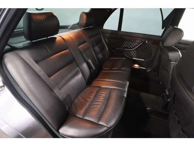 足元も広く座り心地良好♪ ドライブ中長い間同じ姿勢で座っているのは大変ですよね(^-^;このお車のようなリラックスできるシートが安心です(^^)
