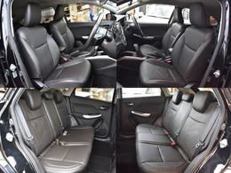 運転席、助手席も綺麗な状態です(^^こちらのグレード革調シートになっております。高級感があっていいですね。後部座席も目立った汚れはございません。
