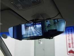 「デジタルルームミラー」リアカメラの映像をルームミラーに映します!後席や荷室に影響されず安全確認できます!