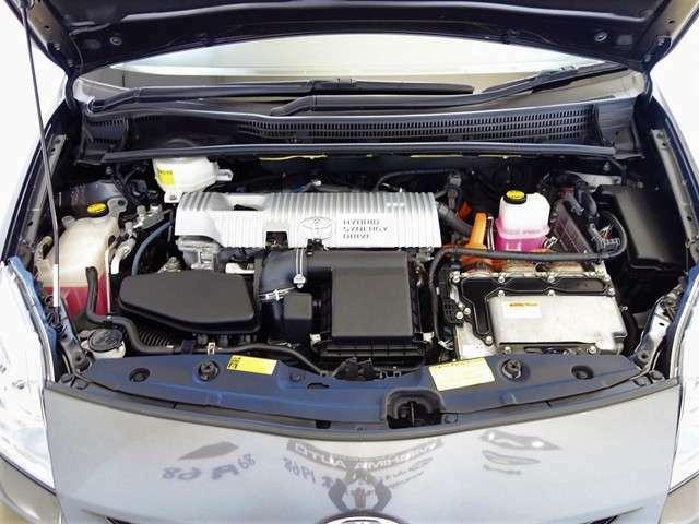 エンジンルームの汚れも綺麗にクリーニング!エンジンルームが綺麗ですと、不具合等の発見もし易く、コンディションのチェックや維持の面でとってもプラスです。ここまでのお掃除は意外と大変なんですよ☆