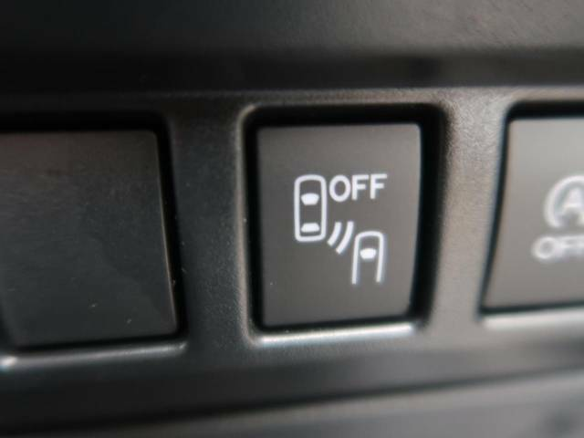 【リヤビークルディティクション】走行中、ドアミラーの死角になりやすい箇所に後続車が接近するとサイドミラー付近に警告を表示、ドライバーに注意喚起と、万一の際はハンドル操作をアシストをします。