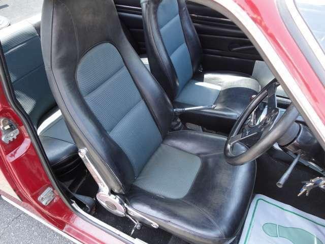 フロントシート  若干シートの破れはありますが、比較的綺麗な状態です♪