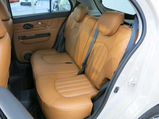 後部座席も雰囲気があり、後ろに乗せられても楽しめますね!