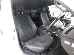 シートは質感の良いハーフレザーシートです!特別仕様車ならではの特別な内装です!
