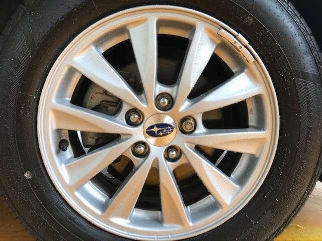 純正15インチアルミです!新品タイヤをご希望の方は遠慮なく申し付けて下さい!!