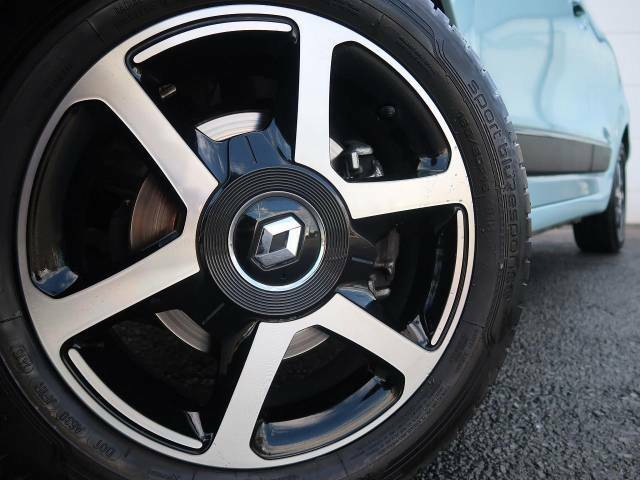 ●純正15インチAW『輸入車ならではの卓越した走りを支えるホイールと足回りです!日本車の走りに慣れている方にもぜひ体感して頂きたい程高いレベルでまとまっています!』