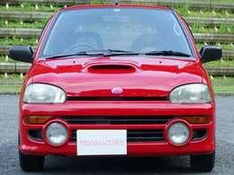 ボンネットのエアダクトとフォグランプがラリー車である事を主張します。発売当時にテストドライブしたレーサー全員が「これは軽自動車じゃない!」と驚愕した動力性能をぜひお楽しみ下さい。