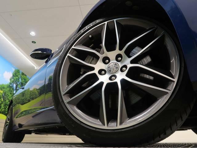 純正20インチアルミホイールは、モデル別に開発されたジャガー・ランドローバー拘りのパーツの一つです。ホイールコーティングにより、美しいデザインを維持しやすくすることも可能です。