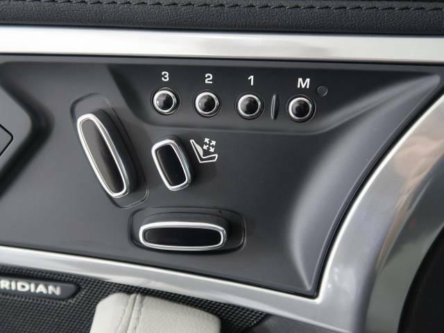 パワーシート『電動パワーシートですので運転中のシート調節も安全に行えます。微調整も可能ですのであなただけのドライビングポジションを実現します。』