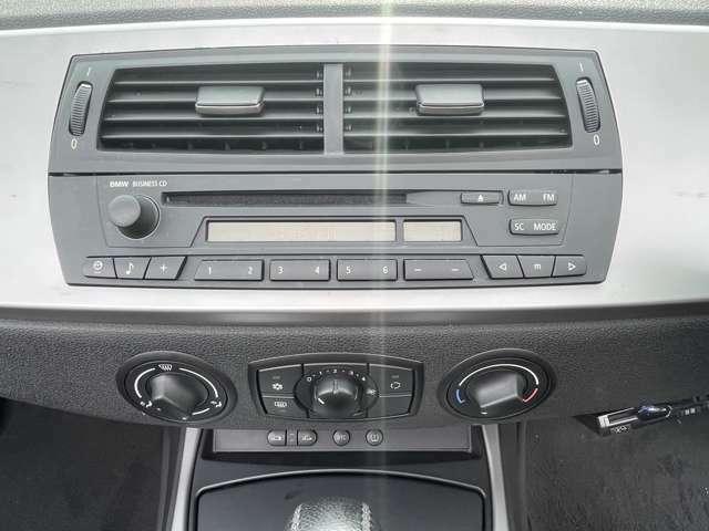 純正オーディオ。エアコンもばっちりききます。