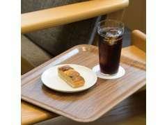 ソファ席以外にも、キッズスペースや、喫煙室もございます。冷たいコーヒーもご用意しております。お気軽にご来店ください。