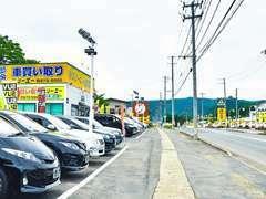 国道458号線コストコかみのやま店さんから米沢寄りに3km。歩道橋が目印です。間口130mワイド!!
