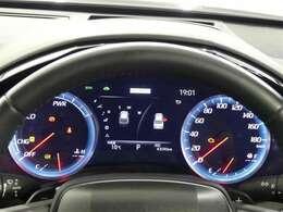 高級感と機能美を併せ持った運転席周り、 昼夜問わず見やすいメーターと操作しやすいようスイッチ類が配置されています。