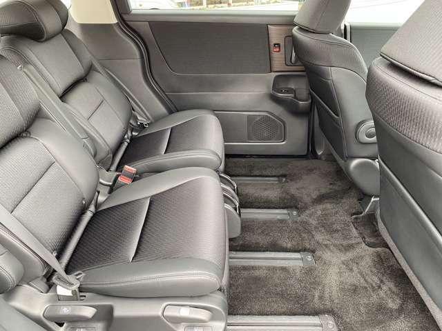 後席もゆったりくつろげる広さ!長距離ドライブも楽しめます!