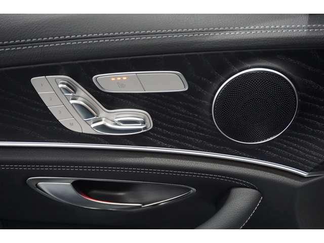 運転席にはメモリー付きパワーシートを装備。シートポジションを電動で調整可能です。運転席と助手席にはシートヒーターがついており、冬場のドライブも快適です。