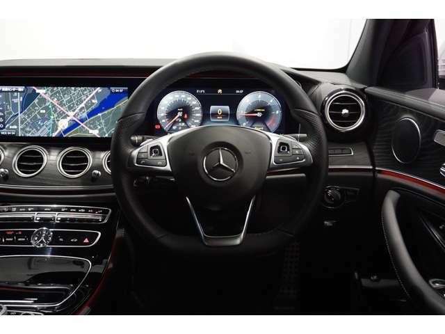12.3インチの大画面で、見やすく使いやすいナビゲーションです。Bluetooth接続機能でハンズフリー通話の可能です。