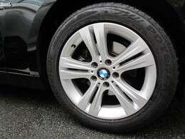 BMW承認の純正タイヤを装備しております☆お問合せ(無料ダイヤル)0078-6002-613077迄お待ちしております。大阪府吹田市芳野町5-55 月曜日定休 営業時間10:00~19:00