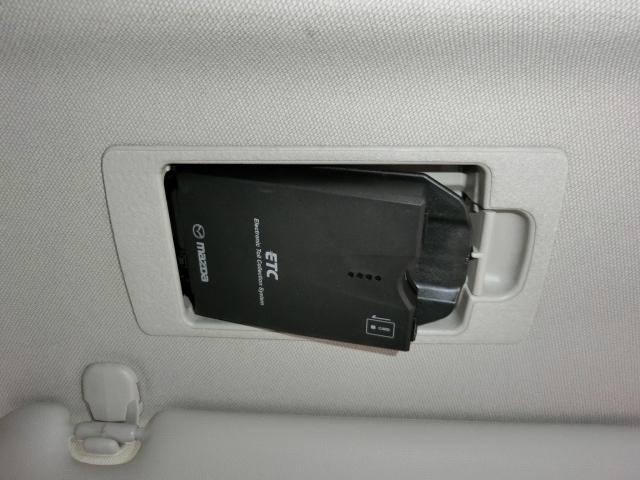運転席にスッキリ収まるスマートインETC