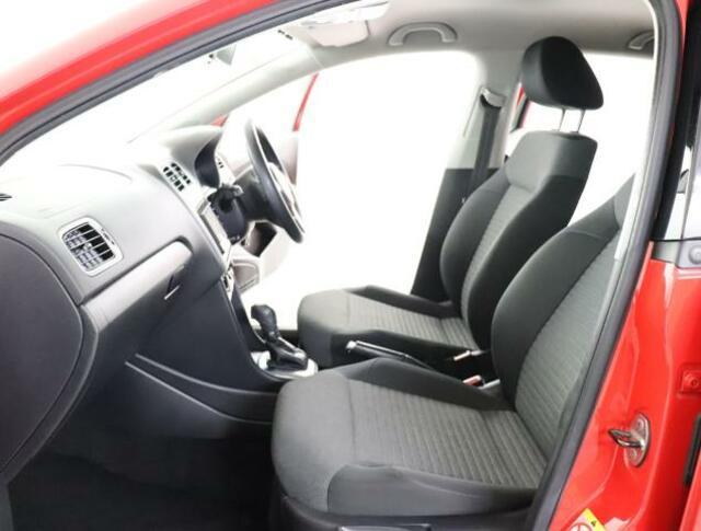 ★前席シートは長時間座っていても疲れにくい、硬めの座面や安定感のあるフォルムを採用しています。快適なドライビングをサポートします。