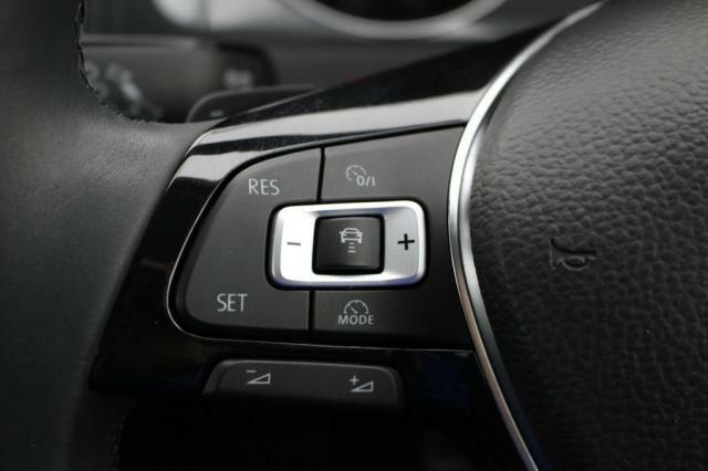 前車追従機能が装備されていますのでロングドライブの疲労軽減にもつながります。