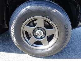 リヤデフロック付きパートタイム4WDを採用し、走行性能を高めています☆