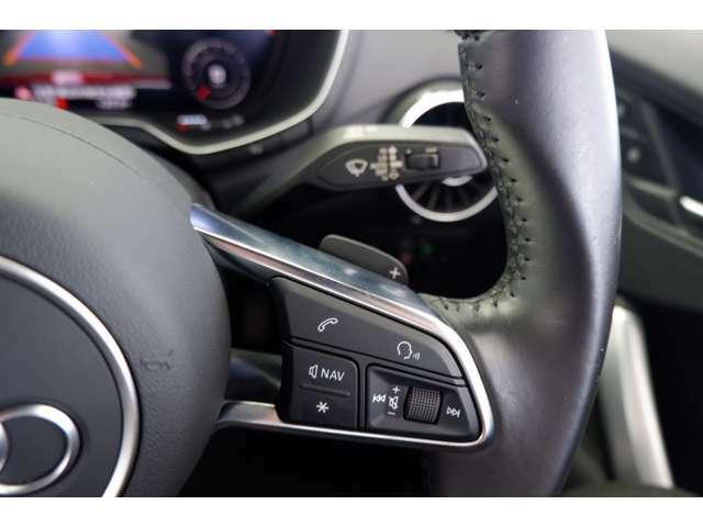 音量調節は、ステアリングスイッチ右側で変更できます。