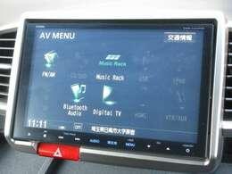 ホンダ純正9インチメモリーナビ(VXM-145VFNi)が装着されております。AM、FM、CD、DVD再生、音楽録音再生、フルセグTV、Bluetoothがご使用いただけます。初めて訪れた場所でも道に迷わず安心ですね!