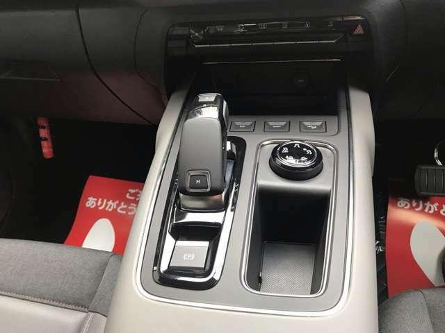 電子制御8速オートマチックは日本のアイシンエィダブリュと共同開発のもので3つのドライブモードが選択可能です